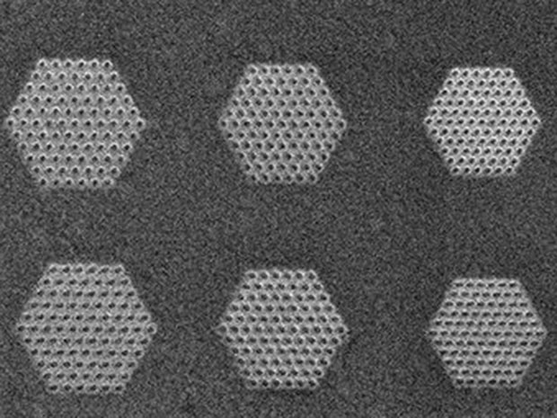 Photonic Hypercrystals